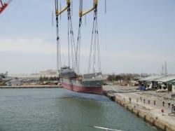 japan-cradled-ship-nippon-salvage